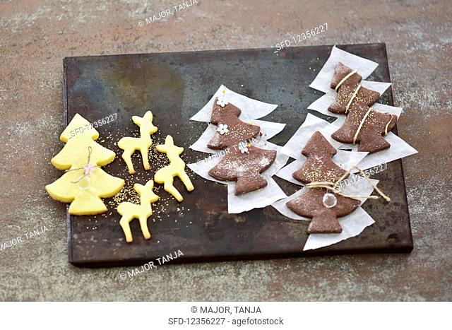 Dark and light pastry biscuits