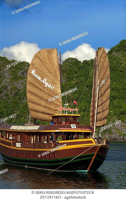 Chinese Junk, Halong Bay Tourist Boat Tour, Vietnam. Junk, boat sailing amongst karst limestone mountains at Cat Ba National Park, Ha long, Halong Bay, Ha long
