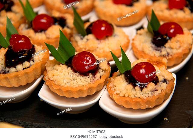 A mini blueberry crumble pie on pot cherry