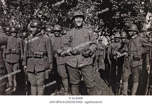 Album Campagna di guerra 1915-1916-1917-1918, tenente Jack Bosio: soldiers of the imperial army in Gradisca, shot 10/1917