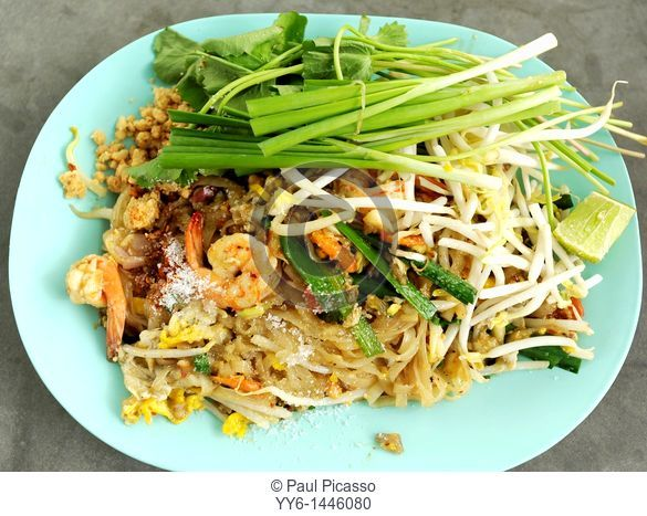 pad thai, thai speciality dish, food court , bangkok, thailand