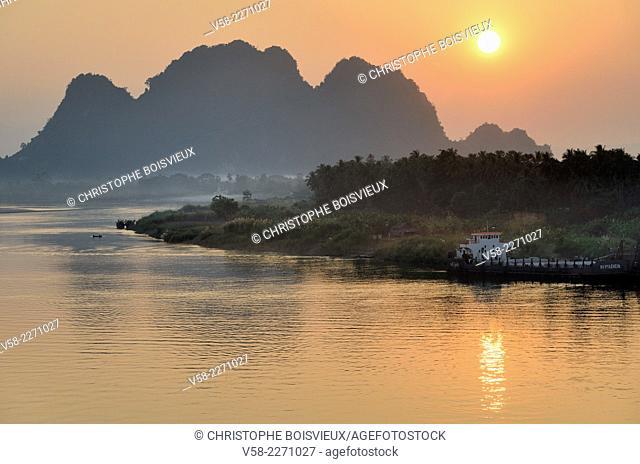 Myanmar, Kayin (Karen) State, Hpa-An surroundings, Sunset on the Salween river
