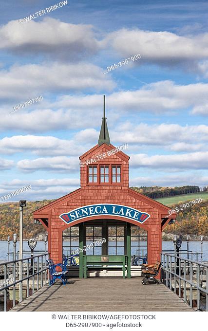 USA, New York, Finger Lakes Region, Watkins Glen, Seneca Lake pier