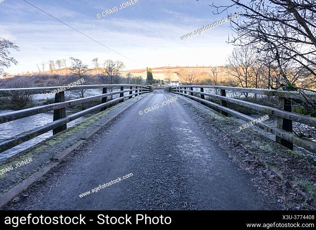 A frosty scene at Halfpenny Bridge over the River Exe in the Exe Valley at Bampton, Devon, England