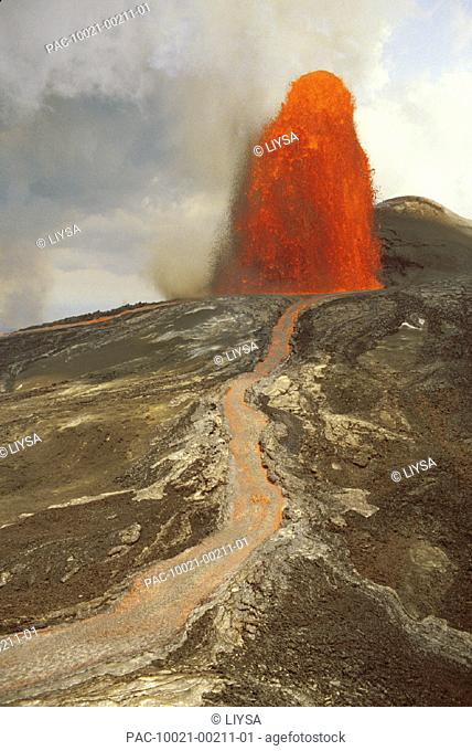 Hawaii, Big Island, Hawaii Volcanoes National Park, River of lava from Pu'u O'o fountain head