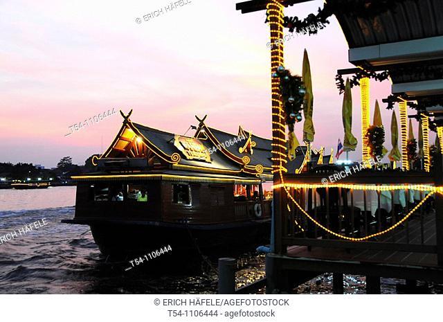 Thaistyle Restaurantboat on the Chao Phraya River in Bangkok