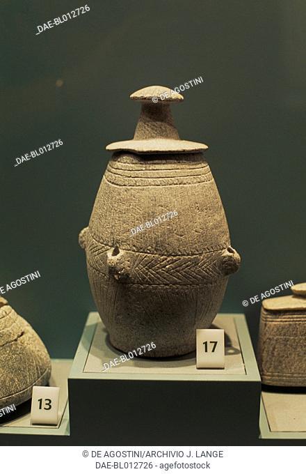 Steatite vase found in Muweilah, United Arab Emirates. Arab civilisation, 1200-500 BC.  Sharjah, Sharjah Archaeology Museum