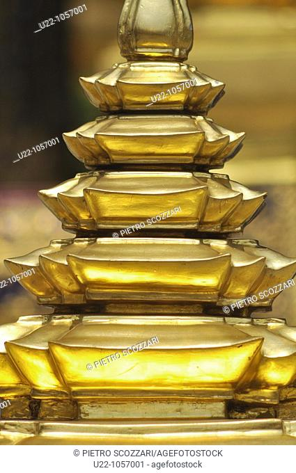 Bangkok (Thailand): golden decorations the Wat Phra Kaew