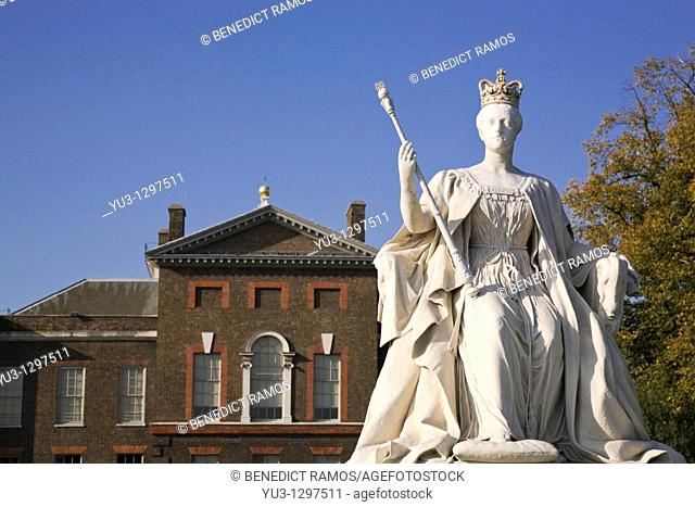 Statue of Queen Victoria by Kensington Palace, London, England, UK