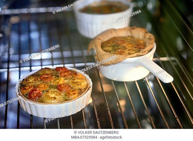 Preparation of mini-tarts, tarts in the oven