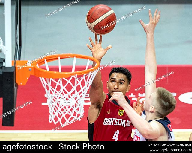 01 July 2021, Croatia, Split: Basketball, Oympia Qualification, FIBA, Group Stage, Group A, Russia - Germany: Germany's Maodo Lo (l) shooting