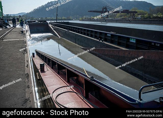 28 March 2020, Saarland, Saarlouis: A barge collapsed in the middle while loading with coarse dust in the industrial port of Saarlouis Dillingen and partially...