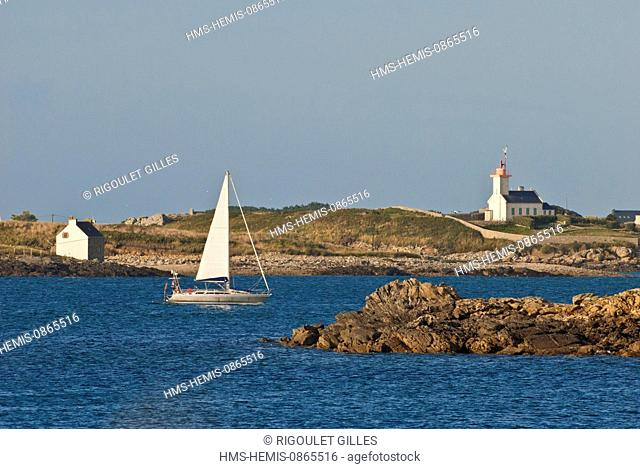 France, Finistere, mouth of the Aber Wrac'h and Lighthouse in Ile Wrac'h