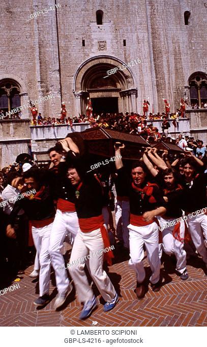 People, Piazza Grande; Ceri festival, 2008; Gubbio, Italy