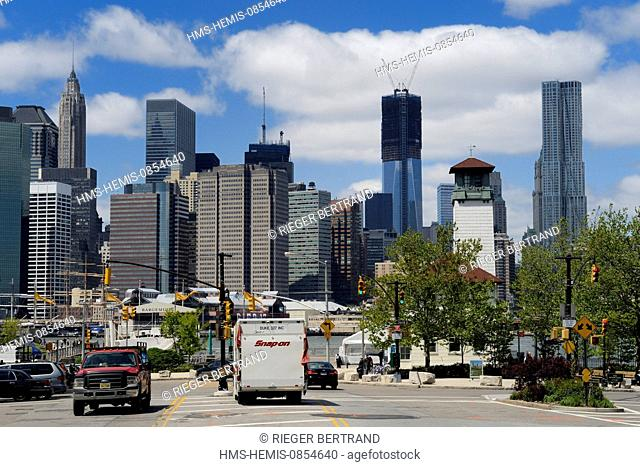 United States, New York, Manhattan, One World Trade Center (1WTC) that became the tallest building in NYC since April 30, 2012 seen from Brooklyn