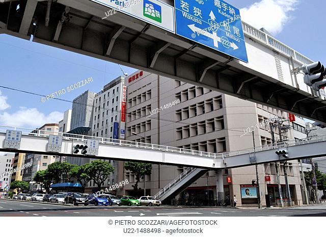 Naha (Japan): road and footbridges along Wakasa-odori, in the Wakasa neighborhood