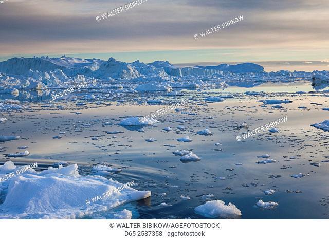 Greenland, Disko Bay, Ilulissat, floating ice at sunset