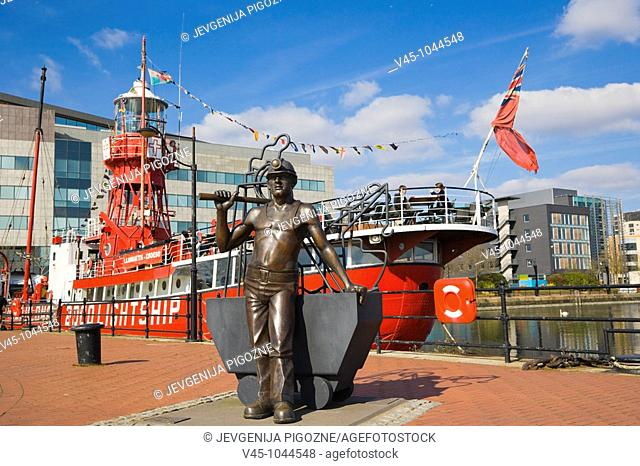 Goleulong 200 The Lightship.Floating Christian Centre, From Pit to Port. Bronze statue by John Clinch. Jon Buck. Roath Basin. Cardiff Bay. Cardiff