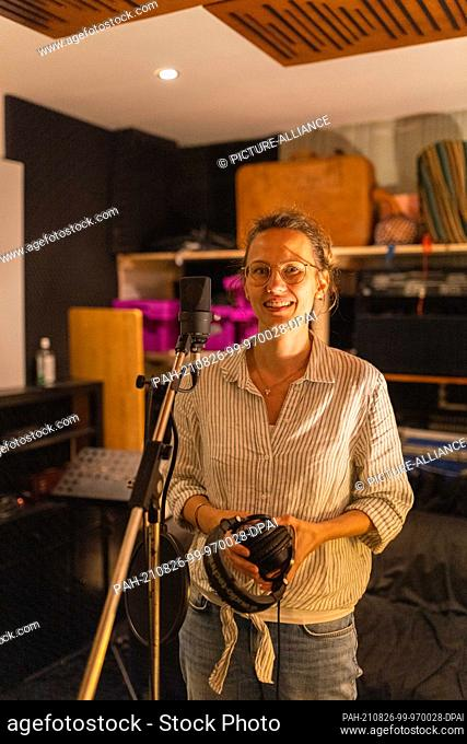 PRODUCTION - 19 August 2021, Baden-Wuerttemberg, March: Speaker Charlotte Hübsch stands in a recording studio. Language artists play with words - when writing...