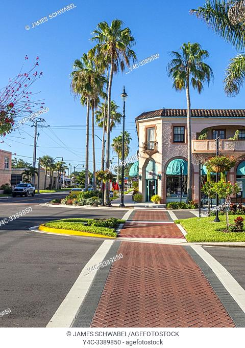 West Venice Avenue in downtown Venice Florida shopping and entertainment area