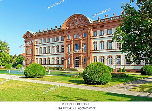Europe, Germany, Rhineland-Palatinate, Zweibrücken, Gutenbergstrasse, castle, Zweibrücken, duke's castle, water washbasin, fountain, architecture, trees