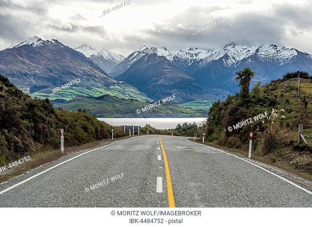 Highway, cloud-shrouded mountains, Lake Wanaka, The Neck, Otago, Southland, New Zealand