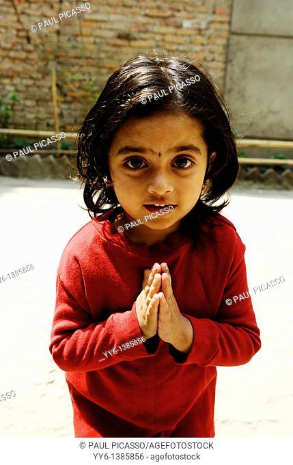 little nepalese girl , the nepalis , life in kathmandu , kathmandu street life , nepal
