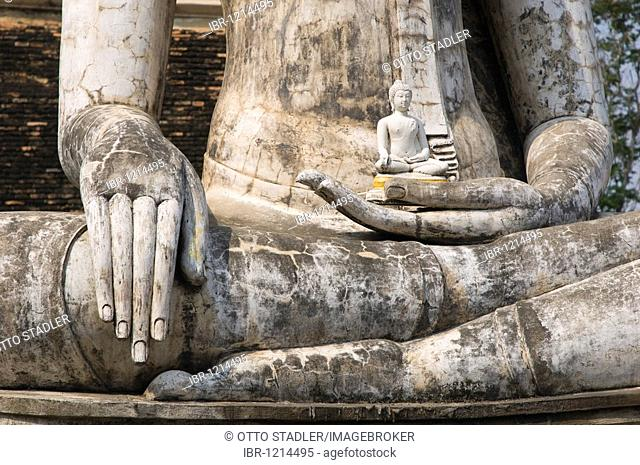 Hand of the seated Buddha, Wat Traphang Ngoen Temple, Sukhothai, Thailand, Asia