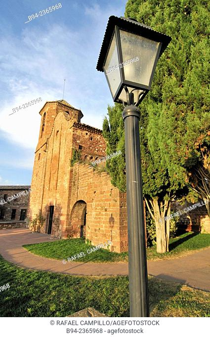 Church of Sant Martí del Brull, located in the center of the town of El Brull; it is an 11th century Romanesque building well conserved outside