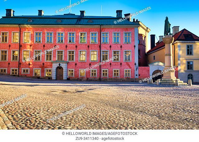 Colourful facade of Stenbock Palace at sunrise with statue of Birger Jarl, Birger Jarls Torg, Riddarholmen, Stockholm, Sweden
