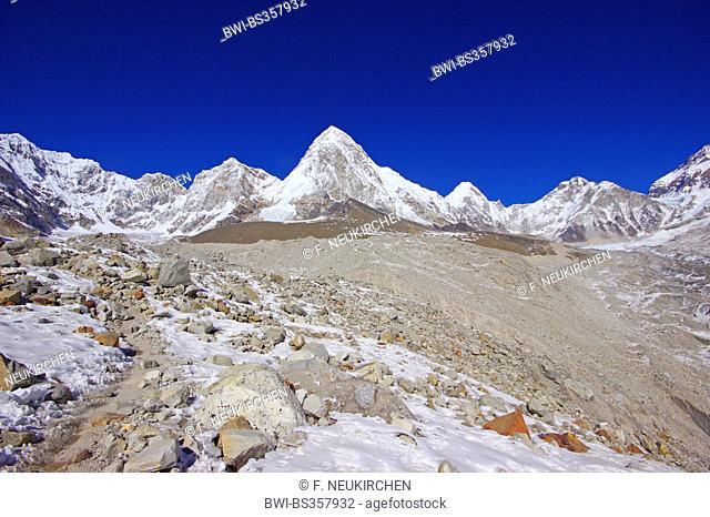 Pumori (view near Gorak Shep), Nepal, Himalaya, Khumbu Himal