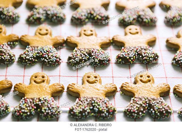 Gingerbread men Christmas cookies arranged in rows