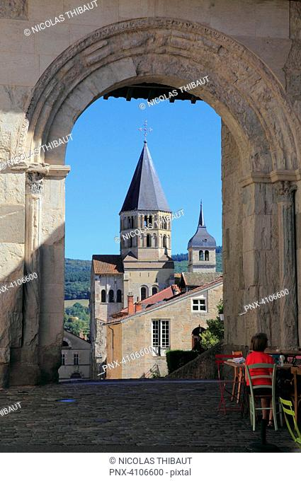 France, Bourgogne Franche Comte, Saone et Loire department (71), Cluny, Cluny abbey and honneur gate