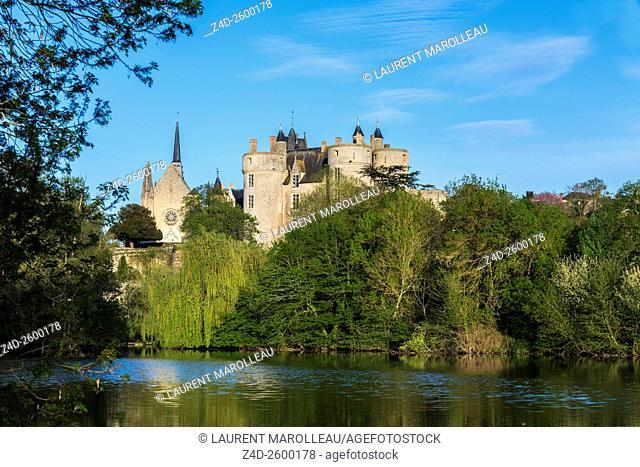 Saint Pierre Church and Castle of Montreuil Bellay along the Thouet River. Montreuil Bellay, Maine et Loire Department, Pays de la Loire Region, Loire Valley