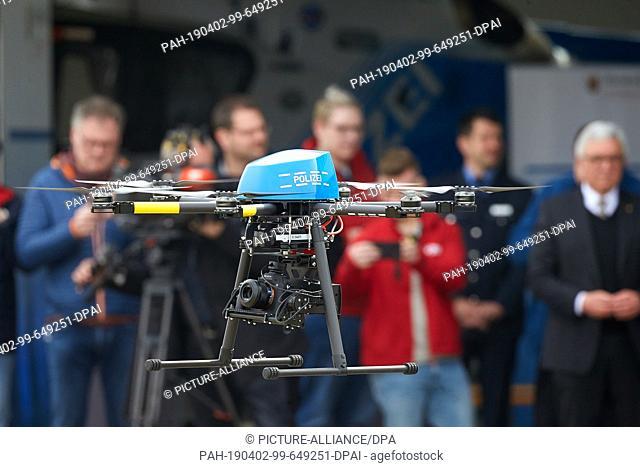 02 April 2019, Rhineland-Palatinate, Winningen: The police of Rhineland-Palatinate will present a drone for the digital recording of crime scenes