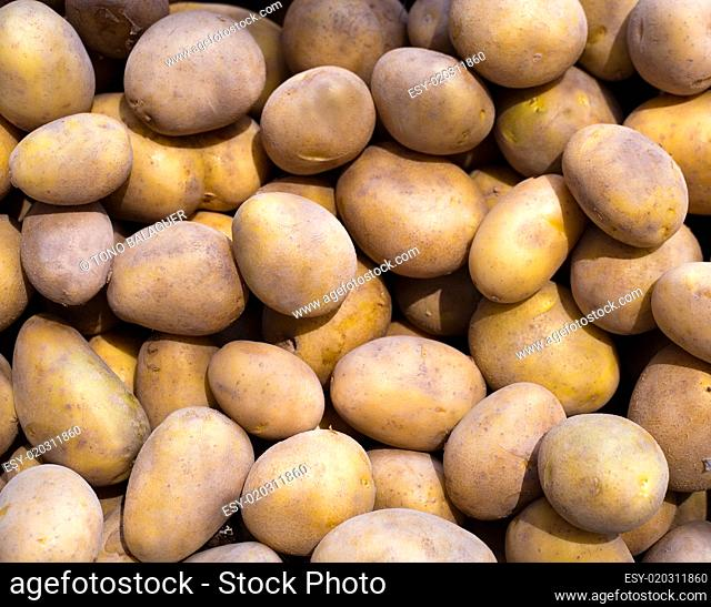 Brown potatoes pattern in a market display
