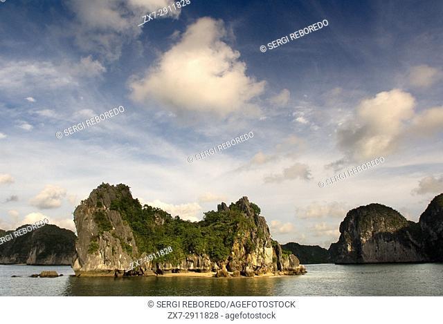 Limestone karst in Ha long, Halong Bay, Vietnam, Ha long, Halong Bay, Vietnam