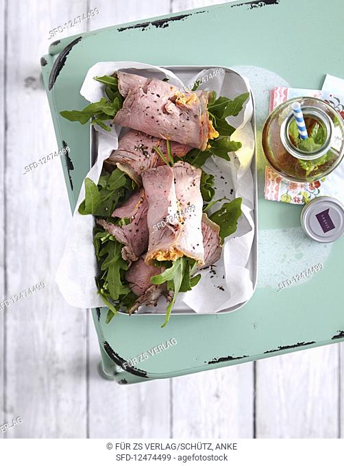 Roast beef rolls with a pepper cream filling (low carb)