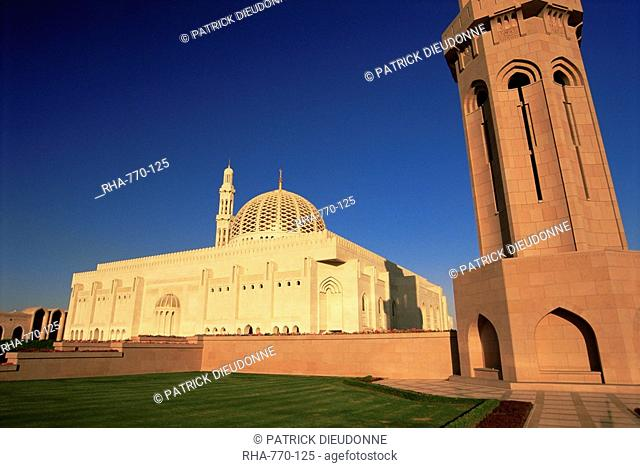 The Grand Mosque Sultan Qaboos, built in 2001, Muscat, Batinah region, Oman, Middle East