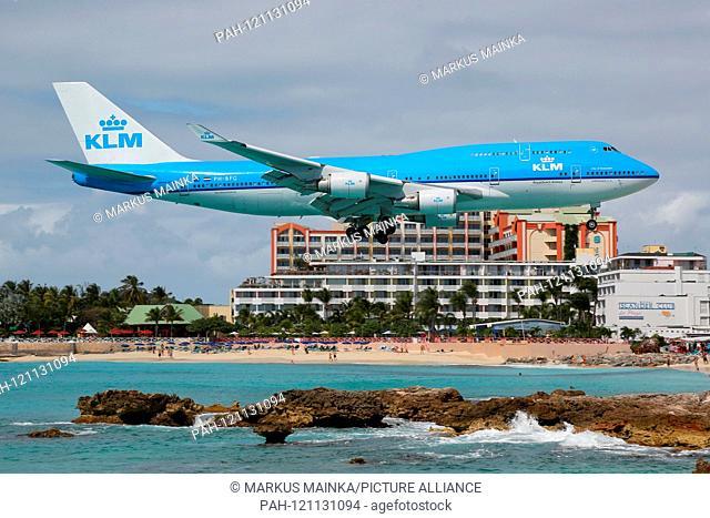 St. Maarten – 11. February 2014: KLM Boeing 747-400 at Princess Juliana International (SXM) on St. Maarten. | usage worldwide. - Sint Maarten/
