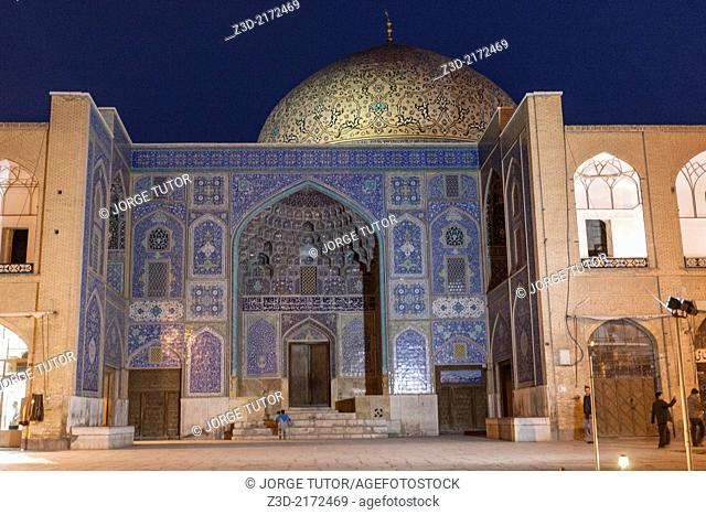 Sheikh Lutfollah Mosque by night, Naghsh-i Jahan Square, Isfahan, Iran