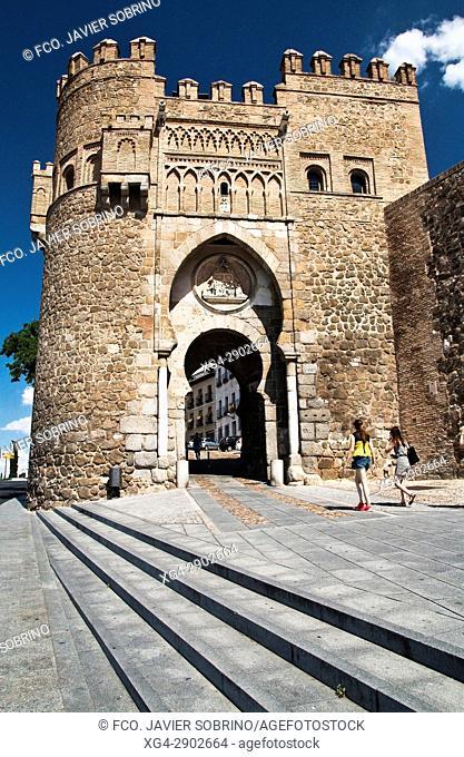 Puerta del Sol en la muralla de Toledo. Castilla La Mancha. España. Europa