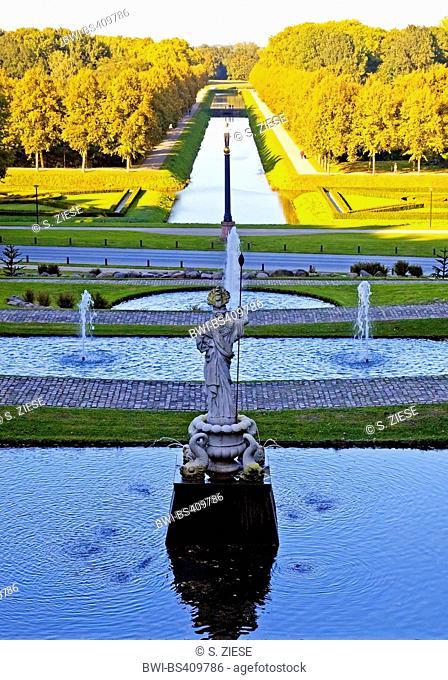 Neuer Tiergarten in Kleve with sculpture Neuer Eiserner Mann, Germany, North Rhine-Westphalia, Lower Rhine, Cleves