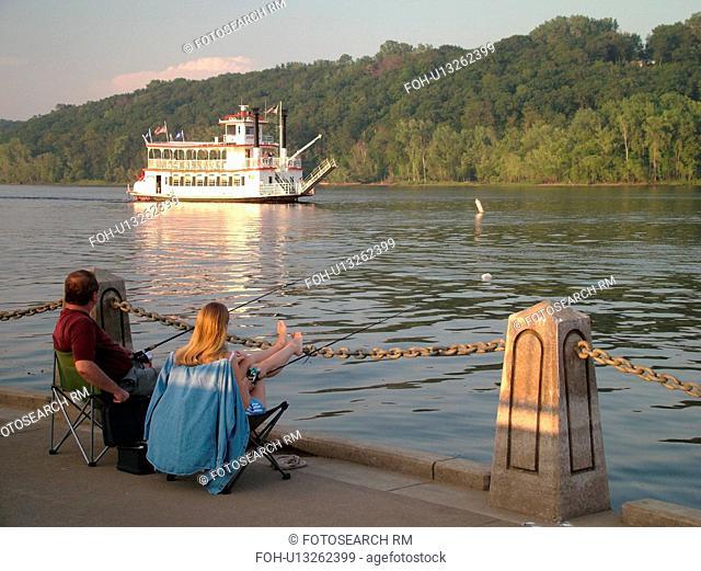 Stillwater, MN, Minnesota, WI, Wisconsin, St. Croix River, Paddle Wheeler, Anastasia, riverboat, couple fishing
