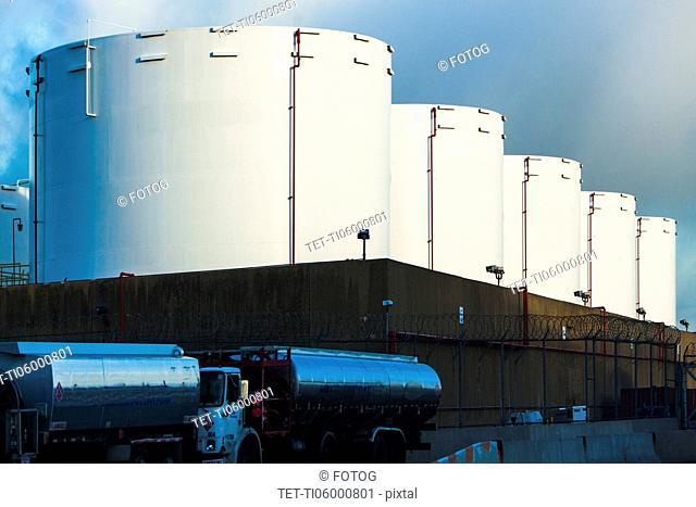 Silage storage tank
