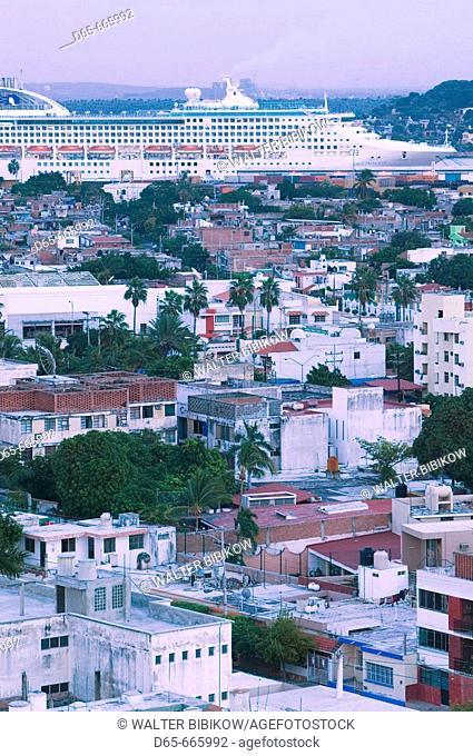 MEXICO-Sinaloa State-Mazatlan: City View with Cruiseship / Dusk
