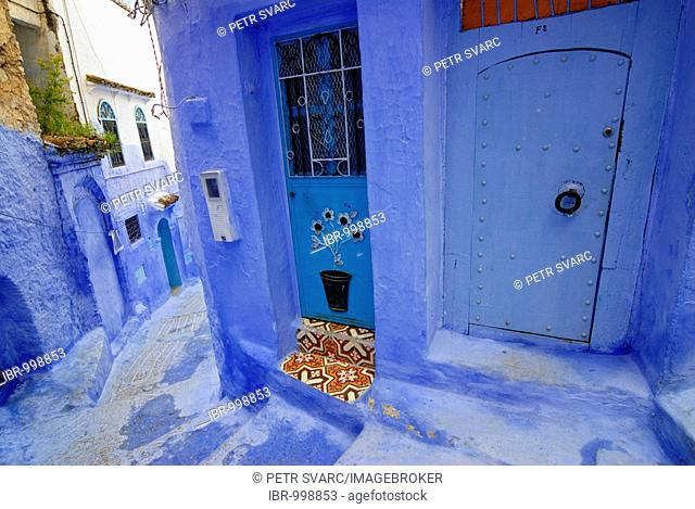 Narrow winding street in Chefchaouen, Chaouen, Medina, Morocco, North Afria