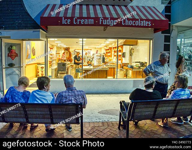 Downtown shopping and dining area of West Venice Avenue in Venice Florida at dusk