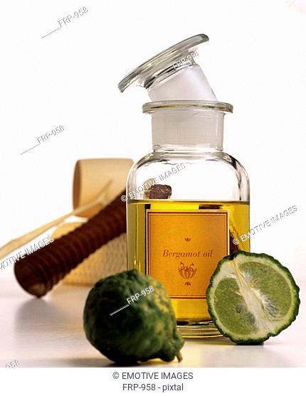 Bergamot oil with kaffir lime, massage roller