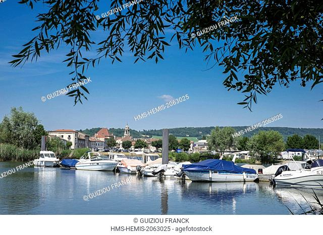 France, Meurthe-et-Moselle, Pont-a-Mousson, marina on Moselle river